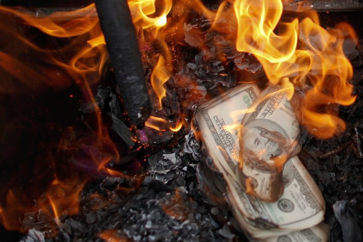 Fake U.S. dollar banknotes are burnt during a ceremony to honour deceased ancestors in the old quarter of Hanoi October 26, 2010. According to Vietnamese tradition, people burn items made of paper, such as money, cloths and vehicles, during the ceremony. Leaders from the 10 ASEAN states plus China, Japan, India, South Korea, Australia, New Zealand and others convene in Hanoi for the ASEAN summit this week with the currency issue as one of the main topics to discuss.   REUTERS/Damir Sagolj (VIETNAM - Tags: SOCIETY BUSINESS IMAGES OF THE DAY) - RTXTU7X