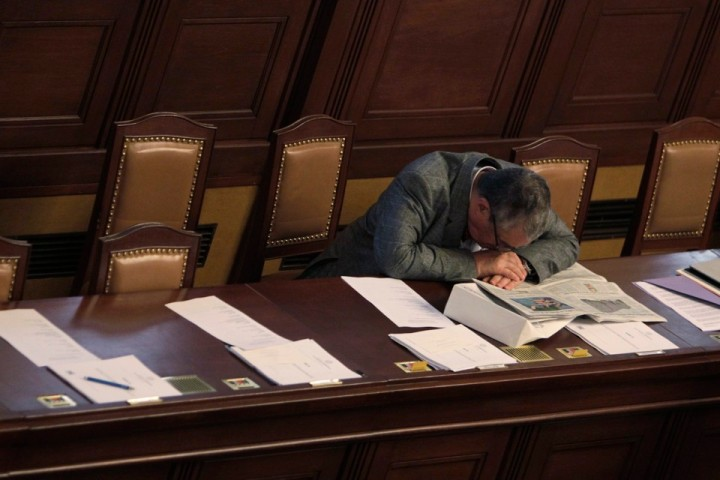 Czech Republic's Foreign Minister and chairman of the TOP09 Party Karel Schwarzenberg naps during a parliament session in Prague June 18, 2013. The 75-year-old aristocrat, Schwarzenberg printed posters for the last parliamentary election campaign which deftly brought together his penchant for snoozing, his reputation as an outsider, and the distaste many Czechs feel for politicians. He is the most trusted party politician, with 44 percent support, according to a poll in April by CVVM, a Czech public opinion research centre. Picture taken June 18, 2013. to match CZECH-GOVERNMENT/SCHWARZENBERG             REUTERS/David W Cerny (CZECH REPUBLIC - Tags: POLITICS TPX IMAGES OF THE DAY) - RTX10T5I
