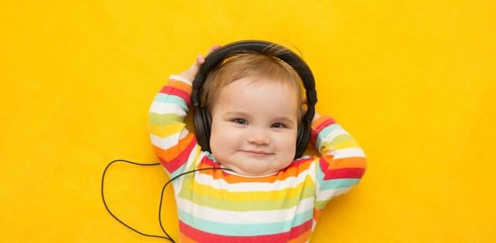baby-happy-song-neurosciencneews